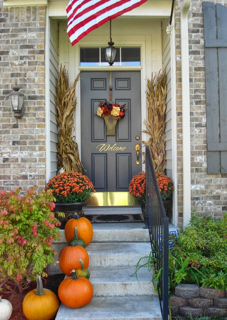 14 fall and halloween porch decor ideas embellishmints for Decorate my photo