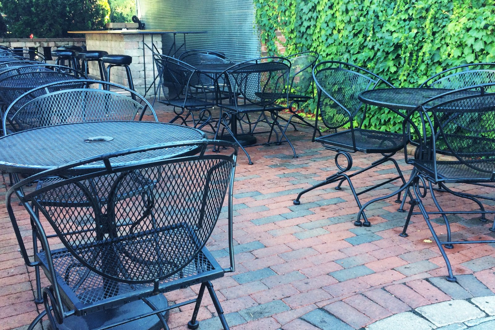 Poison Ivy Pub, Roscoe Ilinois. Beautiful Ivy Wall and outdoor patio, fun live music and great food. #GoRockford Find more great restaurant ideas at Embellishmints.com