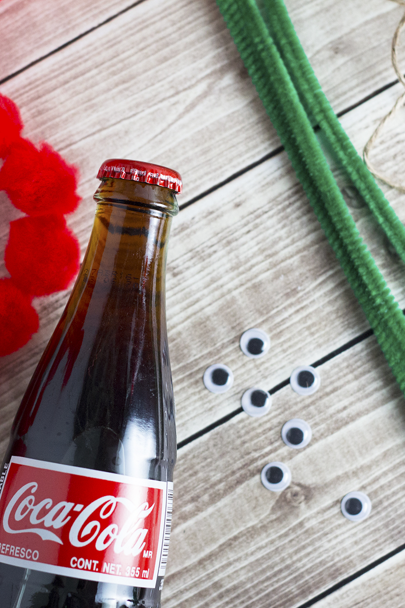Coke Bottle Reindeer are quick, easy and make the perfect Holiday Gifts for co-workers, friends and neighbors! Find out how to make them, and coordinating desserts at Embellishmints.com