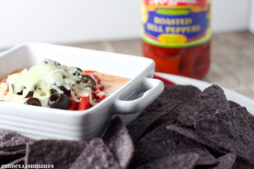 Pizza Dip Recipe - Perfect game day recipes for your Homegating party! www.Embellishmints.com