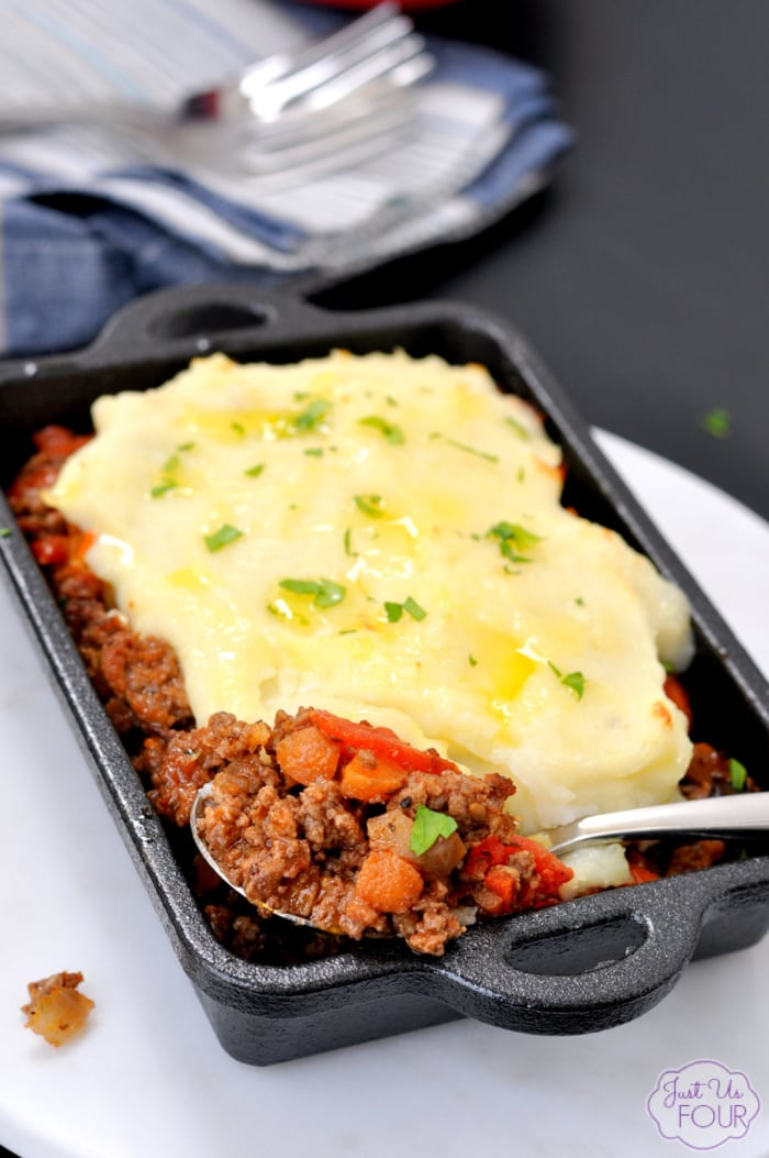 Italian Shepherd's Pie is a great recipe to have and so easy to make in a pinch. The perfect recipe to take to a loved one or friend in need. Find the link to the recipe on www.Embellishmints.com