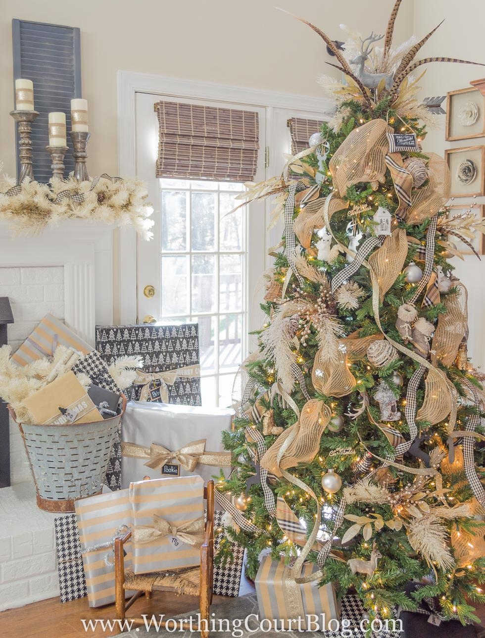 Christmas Tree and Mantel Inspiration from today's Dream Create Inspire Linky Party on Embellishmints.com