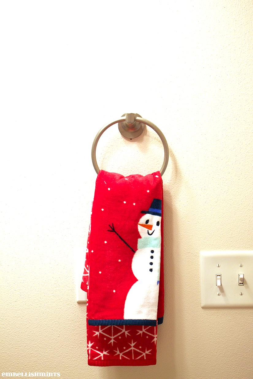 It's that time of year again! The Holidays are in full swing, so it's time to get your house, and guest bathroom holiday ready! Find out how on www.Embellishmints.com