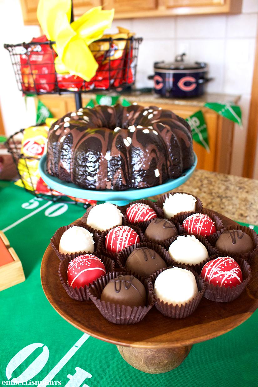 Chicago Bears vs Green Bay Packers is a huge rivalry and I've put together party ideas with NFL Homegating to help you throw the best party! Find out how on www.Embellishmints.com