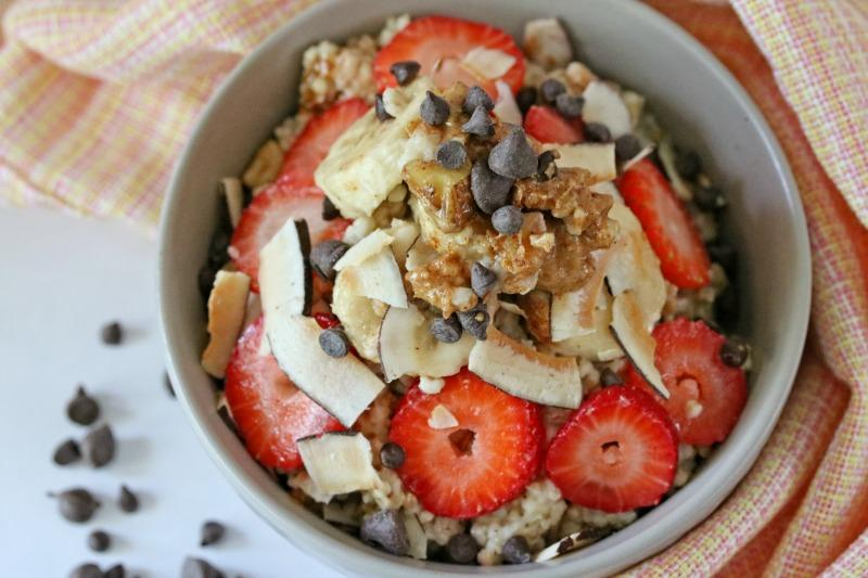 Linky Party: Oatmeal is the perfect meal for breakfast because it's fast, delicious and keeps you energized for a long time. You will love this Strawberry Banana Oatmeal. You will love this recipe from Busy Being Jennifer!