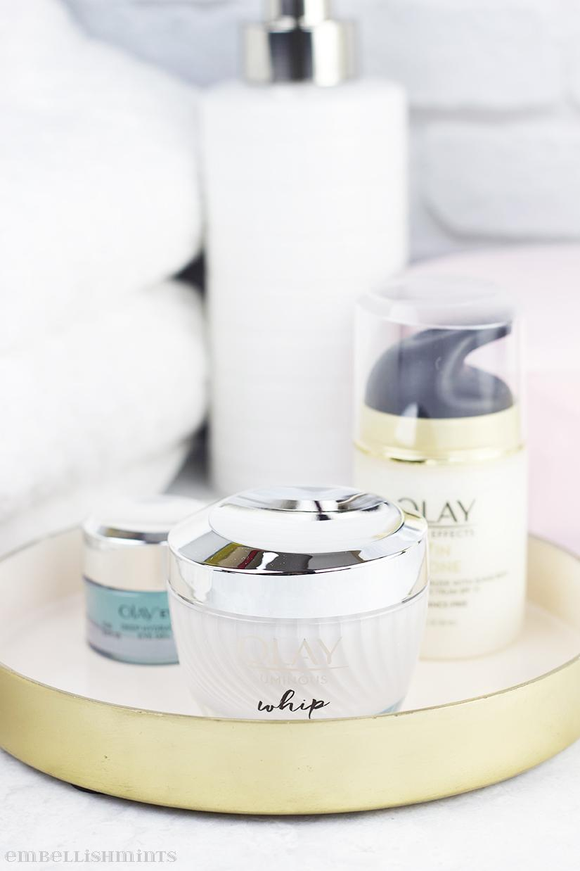 Is your summer beauty routine the same as your winter skincare routine? If you do stop, please stop! Find out what you should do differently for your skin during the cold winter months on Embellishmints.com. @olay #FeelTheWhip #sponsored