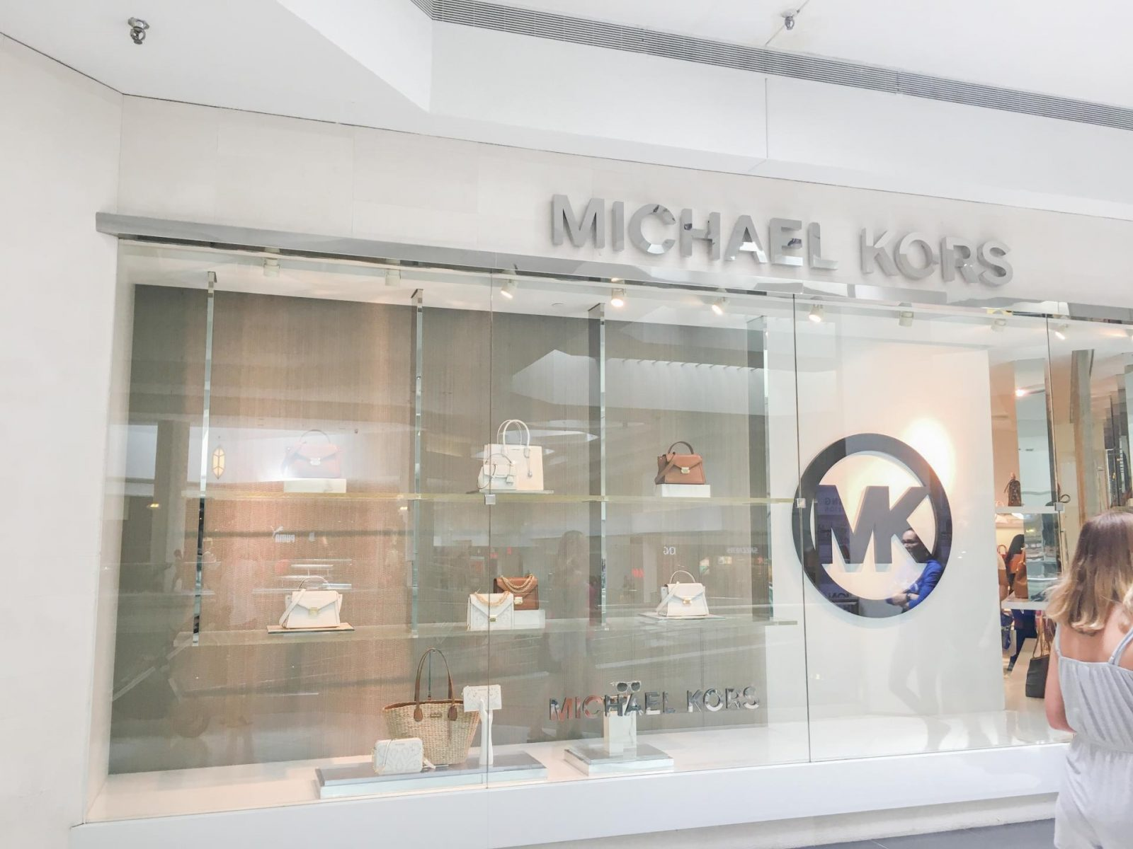 Michael Kors at Woodfield Mall in Schaumburg, Illinois. Michael Kors at Woodfield Mall in Schaumburg, Illinois! The Best Woodfield Mall Stores in Schaumburg Illinois. Woodfield Mall is one of the biggest malls in America, let me help you decide where to stop first!