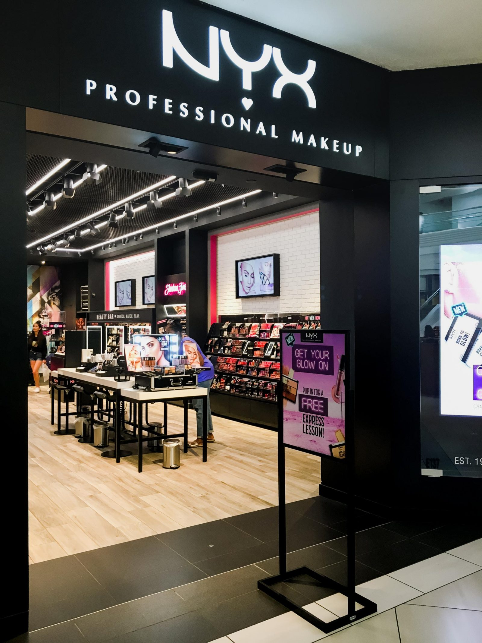 NYX Makeup at Woodfield Mall in Schaumburg, Illinois. The Best Woodfield Mall Stores in Schaumburg Illinois. Woodfield Mall is one of the biggest malls in America, let me help you decide where to stop first!